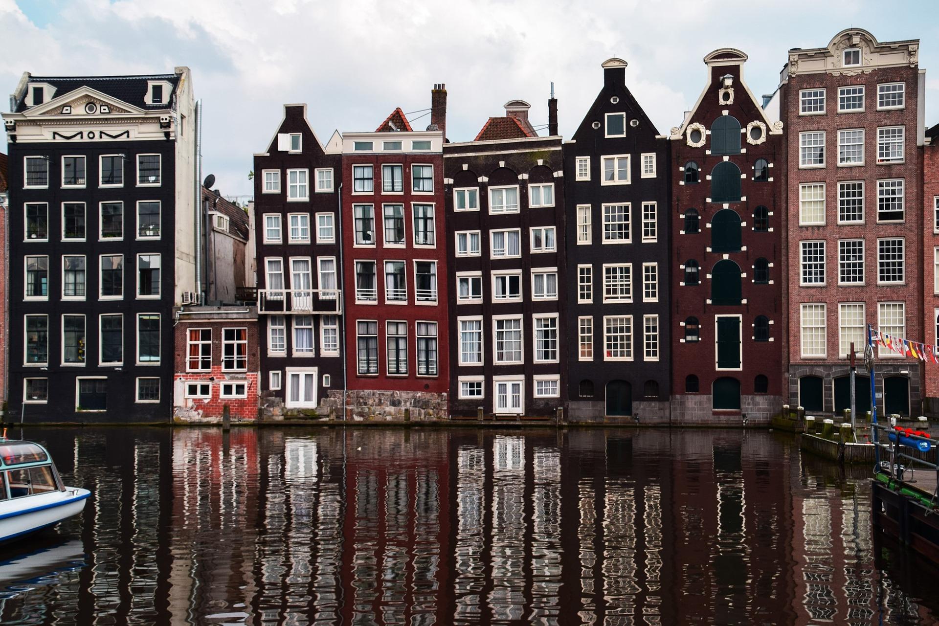 amsterdam-1682963_1920
