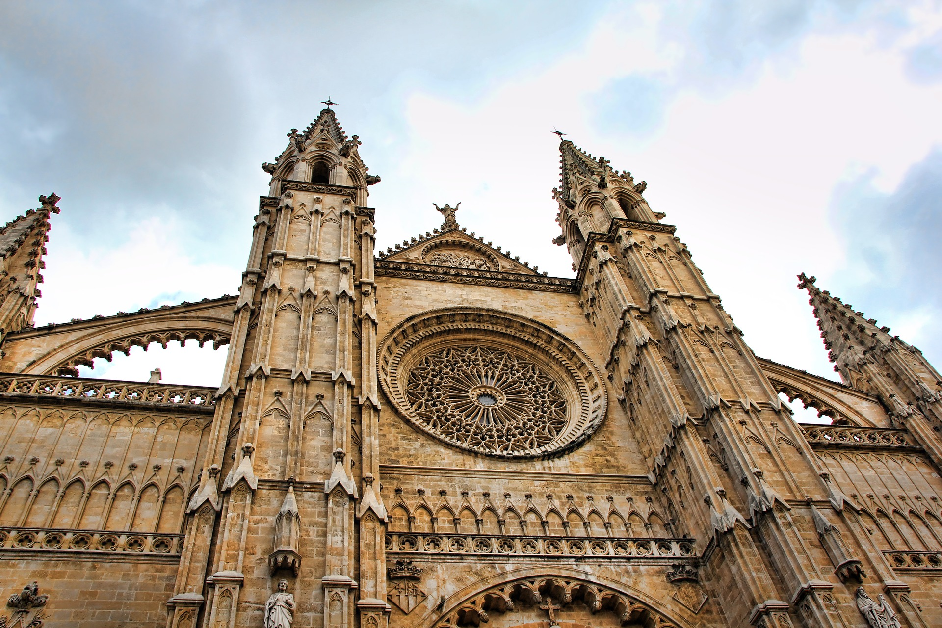 cathedral-1789945_1920